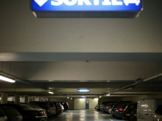 """Les sans-abris """"invisibles"""" des parkings parisiens"""
