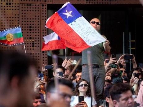 Emeutes au Chili - Le gouvernement chilien accepte de changer de Constitution