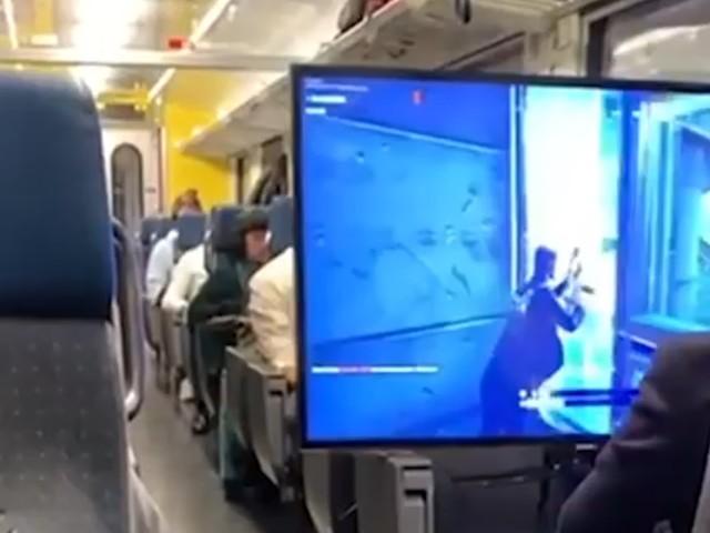 [Zone 42] Fortnite : il installe un téléviseur géant dans un train avec une PS4