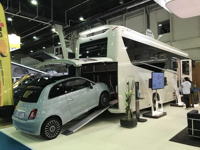 PHOTOS - Salon du Véhicule de Loisirs 2021 : de la tente au camion de luxe, les insolites