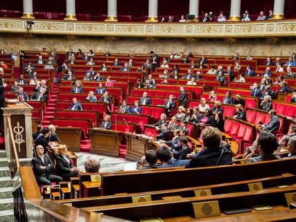 Asile: l'Assemblée vote le doublement de la durée de rétention à 90 jours