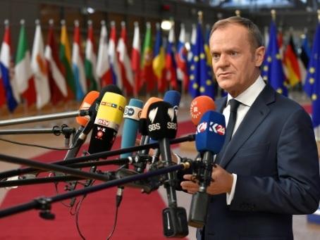 Le Brexit, avec une May affaiblie, domine le sommet des Européens