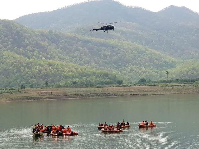 Un bateau transportant 60 touristes locaux chavire en Inde