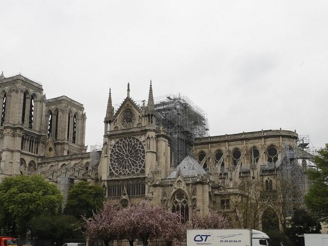 EN DIRECT - Fragilisée, Notre-Dame résisterait-elle à une tempête ? Les inquiétudes d'un expert