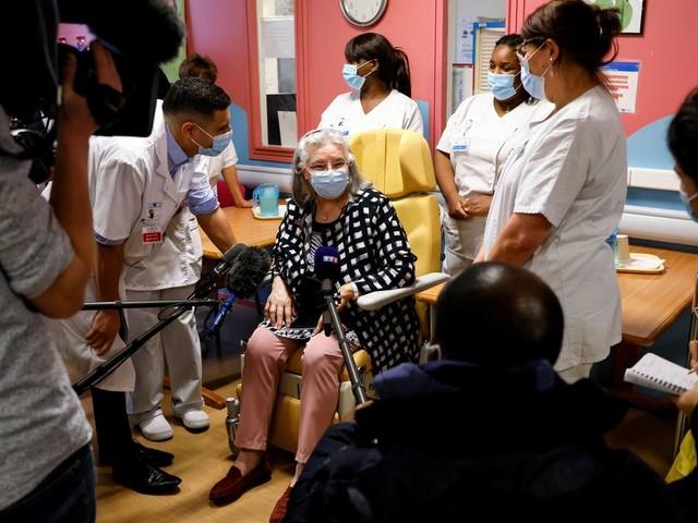 Covid-19 : pour couper court aux rumeurs, l'APHP obligée de démentir la mort de la première vaccinée de France