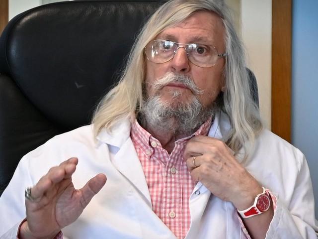 """Didier Raoult, résurgence de la figure de """"l'homme providentiel"""" en temps de crise"""