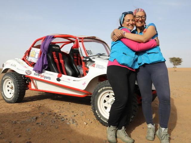 Rallye Aïcha des Gazelles: Sihame et Amal, premières Marocaines à participer au rallye à bord d'un prototype électrique