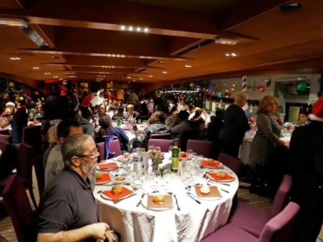 Un Noël sur la Seine et loin du quotidien pour 600 invités du Secours catholique