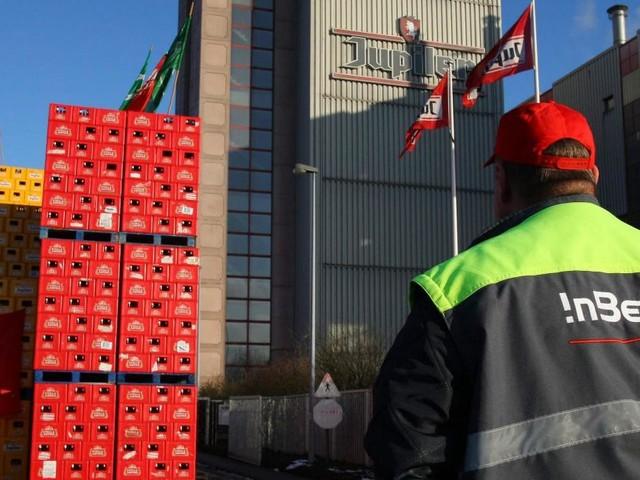 Contestation chez AB InBev: des barrages empêchent les camions de sortir pour aller livrer la bière