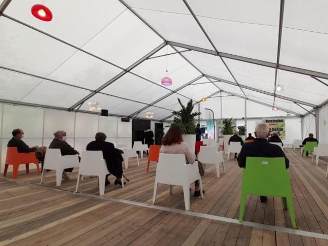 Unique en Belgique: des concerts «live» seront organisés au centre de vaccination de Ronquières!