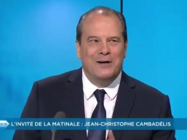 """Le conseil de Cambadélis à Griveaux pour diriger En Marche: ne pas critiquer """"plus d'une fois"""" le président, sinon """"il dégage"""""""
