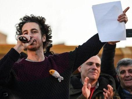 """Italie: les """"sardines"""" antifascistes tiennent leur premier congrès"""