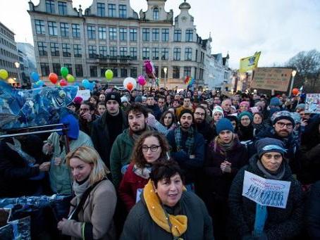 """Environ 250 """"Sardines"""" rassemblées à Bruxelles pour dénoncer le populisme en Italie"""