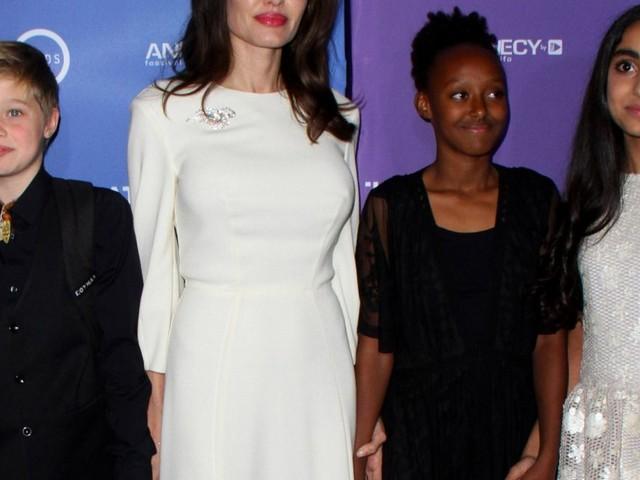 Angelina Jolie : Soirée ciné avec ses filles Shiloh et Zahara