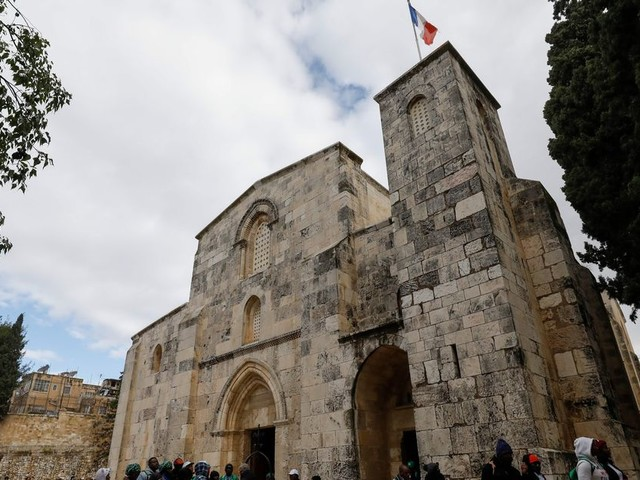 Derrière la colère de Macron, le statut très spécial de l'église Sainte-Anne