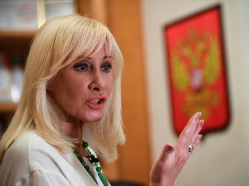 """En Russie, une députée en """"mission"""" solitaire contre la violence domestique"""