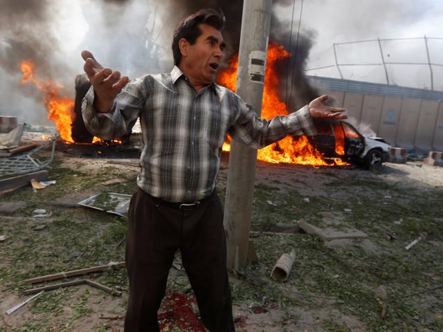 Un attentat à Kaboul, en Afghanistan, fait au moins 90 morts et 400 blessés