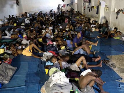 Libye: cinq questions sur les centres de détention de migrants et les conditions de vie qui y règnent