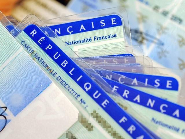 La carte d'identité va changer de format, sans doute en 2021
