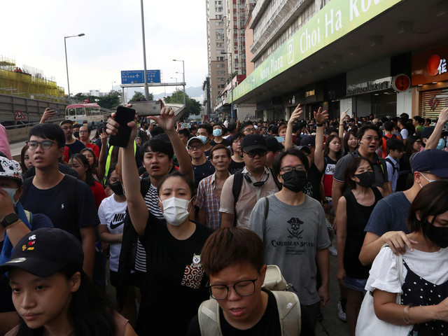 Hong Kong: bagarres entre camps adverses, reflet d'une tension croissante