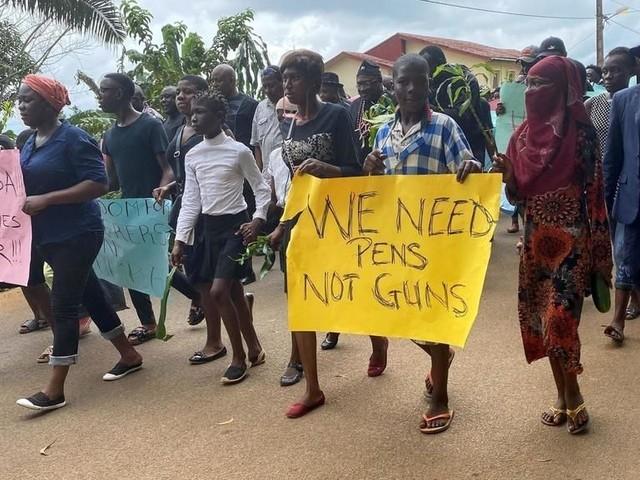 Le Cameroun pointe les séparatistes anglophones du doigt après l'attaque d'une école