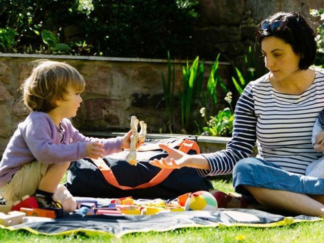 Ce tapis de pique-nique est également le sac idéal pour vos activités extérieures
