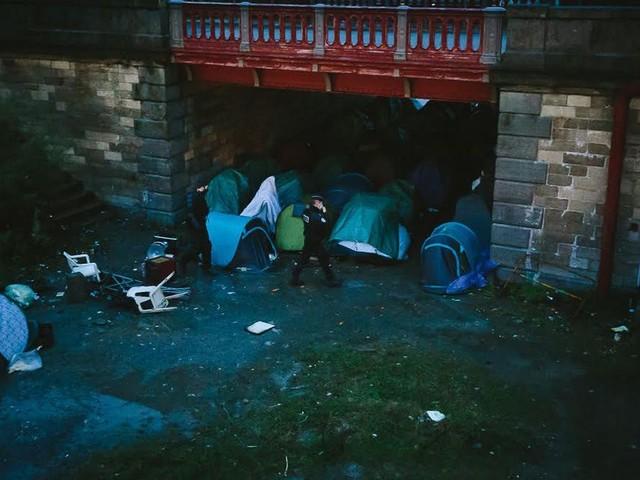 Calais : deux campements installés sous les ponts démantelés, 115 migrants expulsés