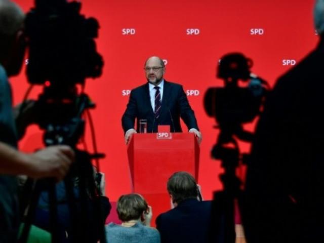 Allemagne: le SPD encouragé par Macron à gouverner avec Merkel