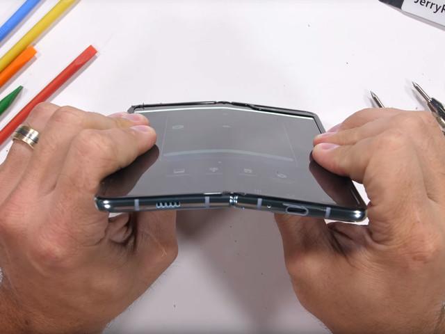 Le Samsung Galaxy Fold subit la torture… avec des résultats mitigés