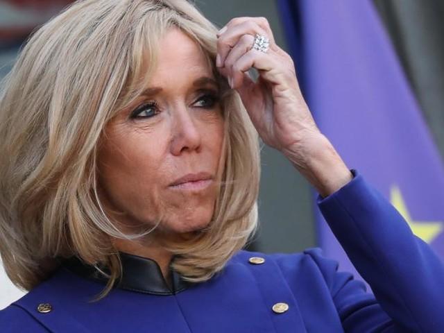 Brigitte Macron a-t-elle reçu un sac-poubelle à Marseille?