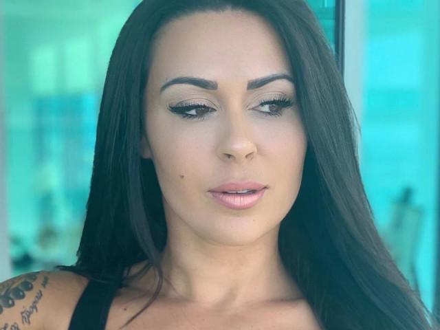 En plein carton avec son nouveau single, Shanna Kress retrouve son ex à Miami !