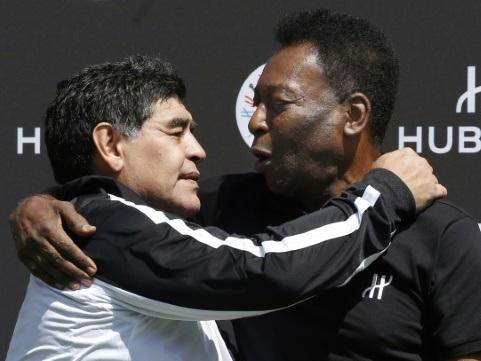 """Pelé félicite son """"grand ami Maradona"""" pour ses 60 ans"""