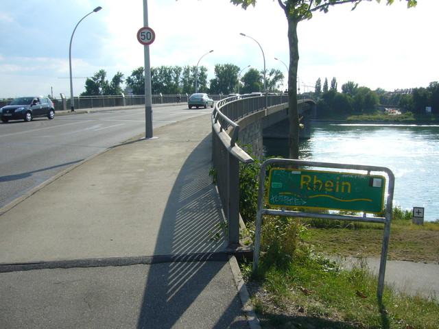 Strasbourg : une personne se jette dans le Rhin, la gendarmerie poursuit ses recherches
