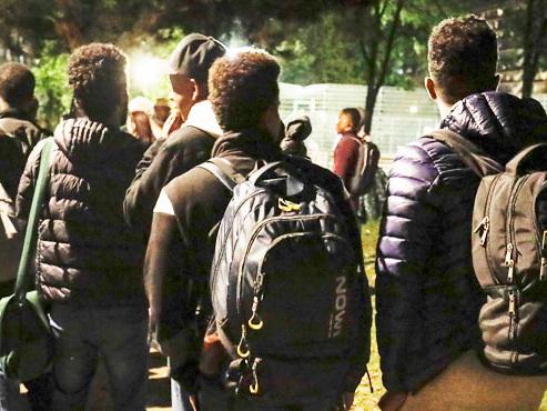 Grosse opération policière prévue ce dimanche soir au parc Maximilien pour arrêter des migrants: certaines polices ne veulent plus y participer