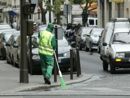 Licencié après avoir été photographié assoupi, un agent de propreté se défend au tribunal