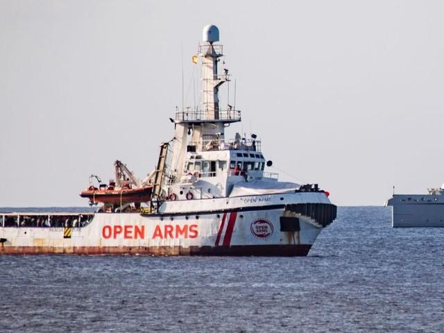 """Open Arms : le navire humanitaire rejette l'offre de l'Espagne, la jugeant """"irréalisable"""""""