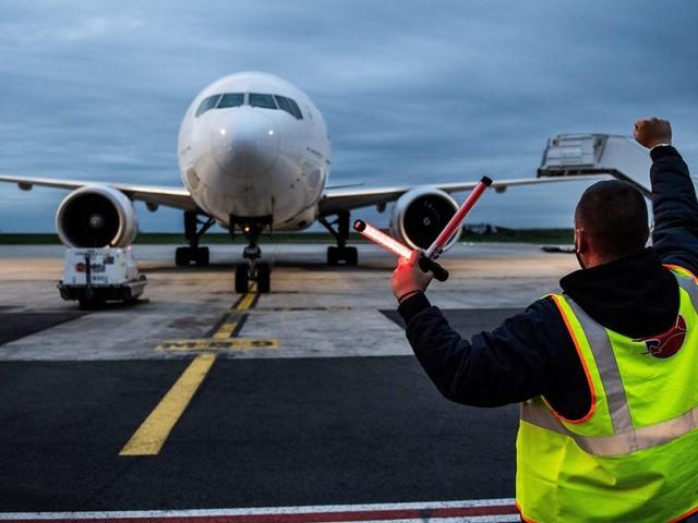 Retraites: pilotes et hôtesses temporisent avant la grève de janvier
