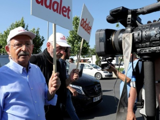 """Turquie : Le chef de l'opposition compare les purges à un """"deuxième coup"""""""