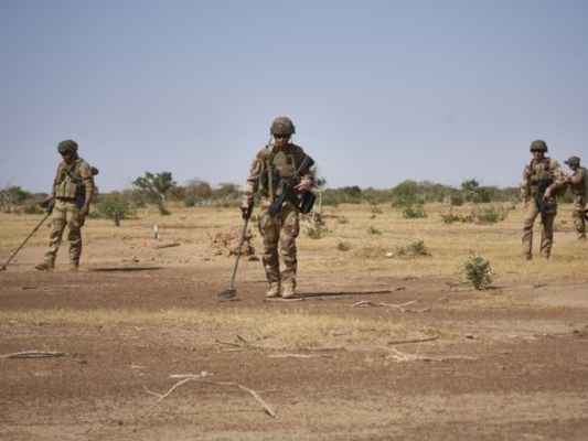 Enfouies dans la brousse du Sahel, les mines meurtrières du jihad