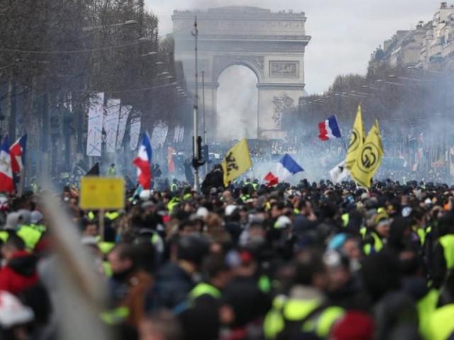 """""""Gilets jaunes"""": des interdictions de manifester décidées dans plusieurs villes"""