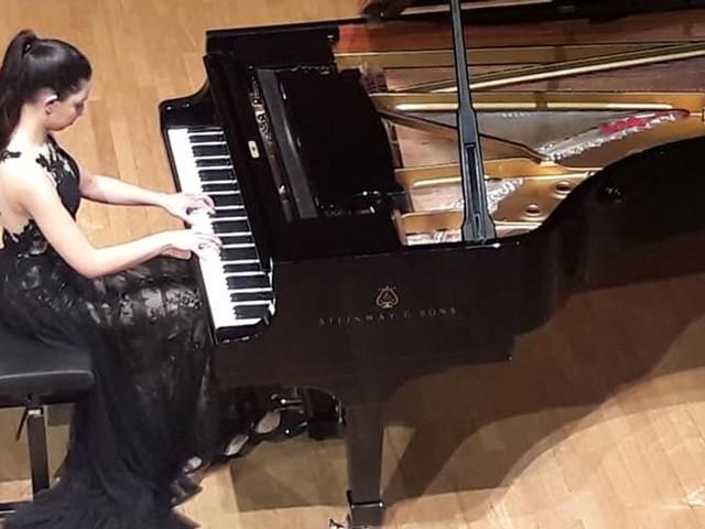 À Paris, la pianiste marocaine Nour Ayadi remporte le grand prix Cortot