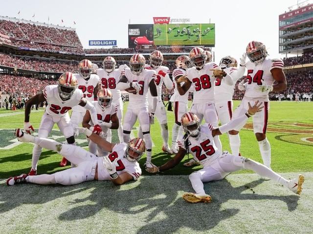 Les Patriots et les 49ers toujours invaincus