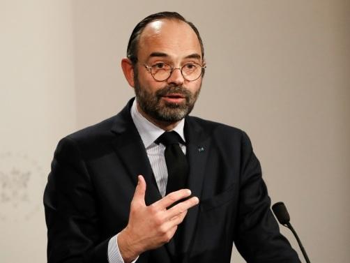 """""""Un débat bien français"""": Edouard Philippe dans le chaudron d'une réunion citoyenne"""