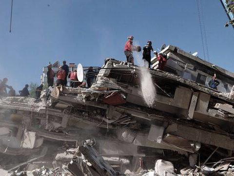 Séisme en Turquie: Les secouristes poursuivent leurs recherches alors que le bilan monte à 37 morts