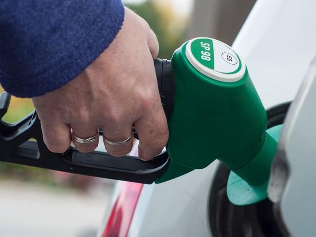 """Malgré la grève, la France """"très loin d'une pénurie"""" de carburant"""