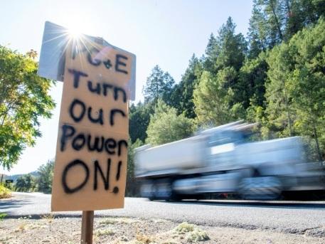 Risques d'incendies en Californie: des centaines de milliers de clients sans électricité