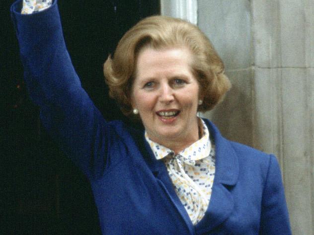 « The Crown » : Les premières images de Gillian Anderson en Margaret Thatcher sur le tournage de la saison 4