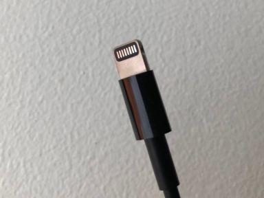 Avec l'iMac Pro, Apple sort un câble Lightning noir ... jusqu'au bout de la prise
