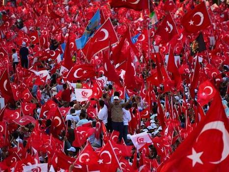 La Turquie réintègre plus de 1800 fonctionnaires renvoyés après le putsch raté