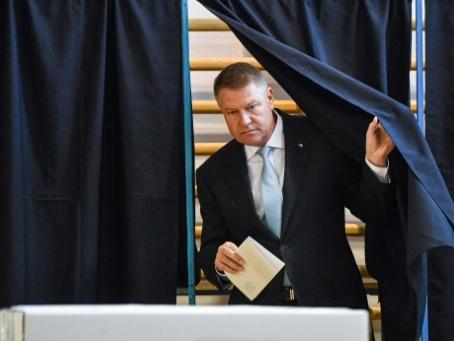 Roumanie: le pro-européen Iohannis en route vers un second mandat